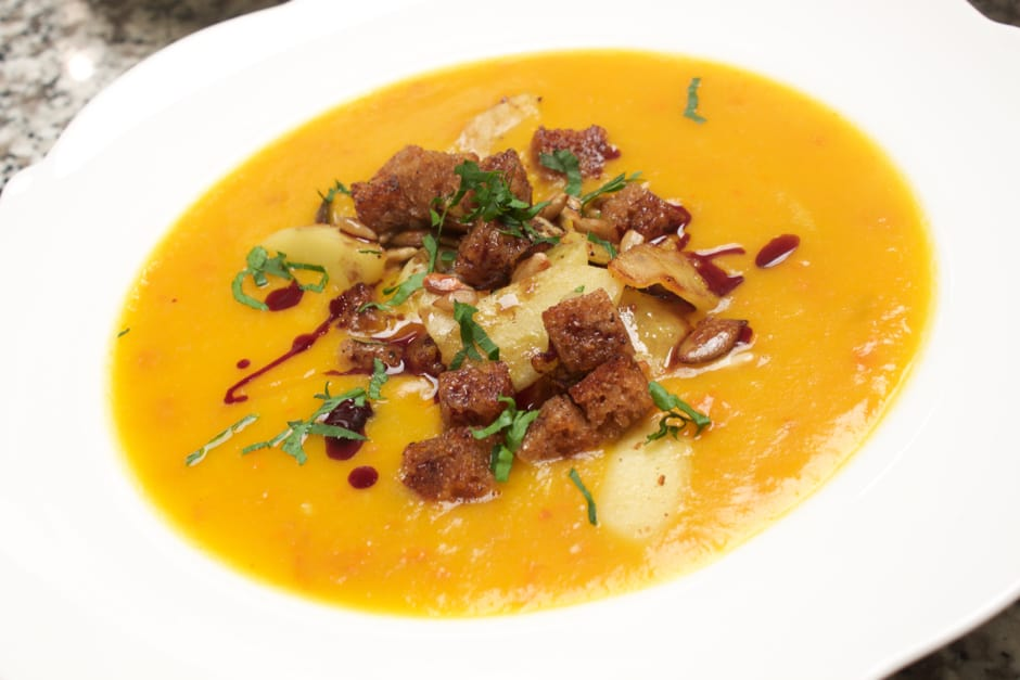 Pumpkin soup recipe with seed oil with apple cubes and brown bread croutons Picture and recipe by (c) Thomas Sixt