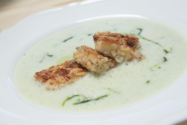 Simple wild garlic soup foamed with muesli tofu pieces and wild garlic pesto. Recipe and picture (c) Thomas Sixt.