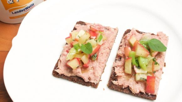 """recipe picture Pimp your Liverwurst """"German: Leberwurst"""" breadt: Recipe Liver Sausage bread with glazed apple pieces, spring onions and marjoram. With cooking video instruction :-)"""