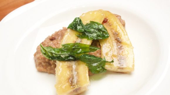 Porridge with caramelized Banana and crunchy Basil, exciting Recipe for Breakfast and Brunch!
