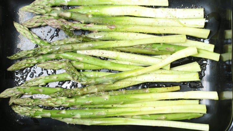 asparagus in the roasting pan before grilling