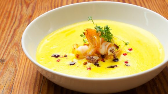 pumpkin soup with prawns and curry