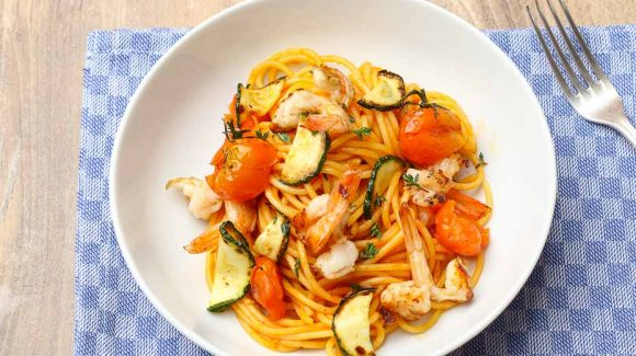spaghetti tomato sauce prawns fantastic dish for dinner and party with friends and family