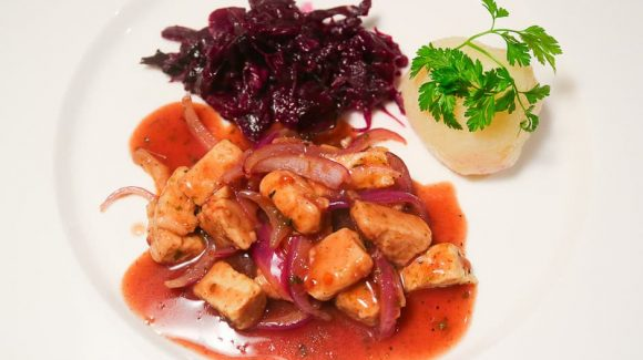 Vegetarian, vegan goose with dumplings and red cabbage recipe picture