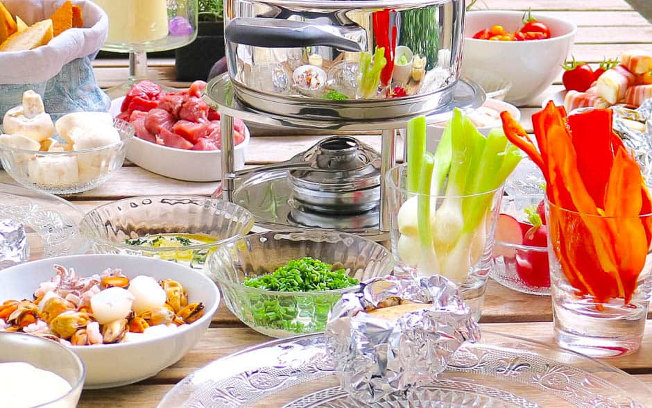 Fondue tips and ideas for New Year's Eve for soup fondue and fat fondue