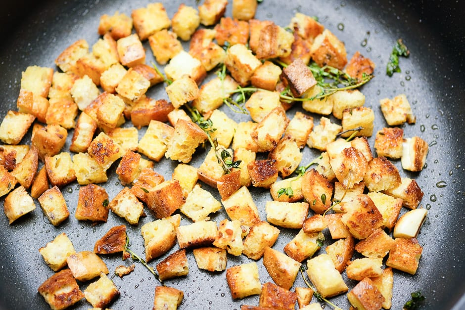 Crôutons bread cubes when roasting in the pan.