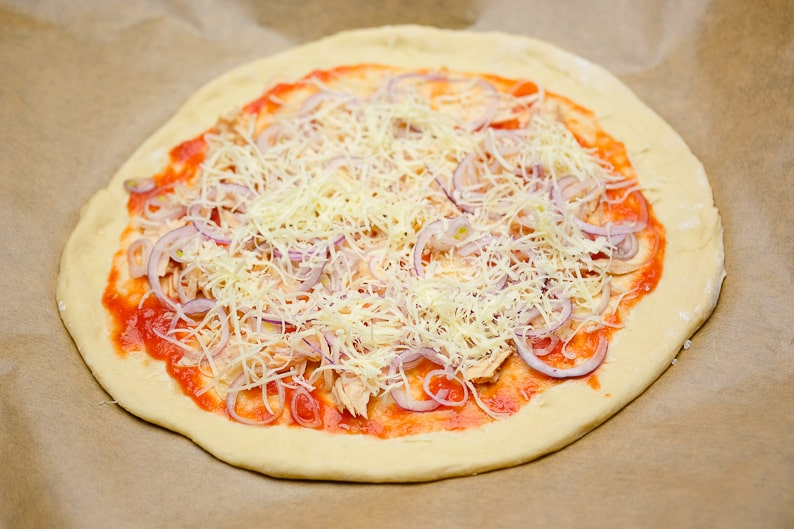 Place cheese on top of the tuna pizza.