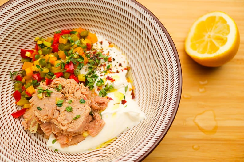 Mix all ingredients for the tuna spread in a bowl.