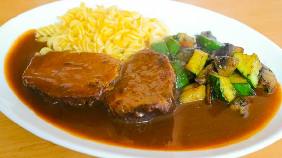 Roast beef braised with side dishes and sauce.