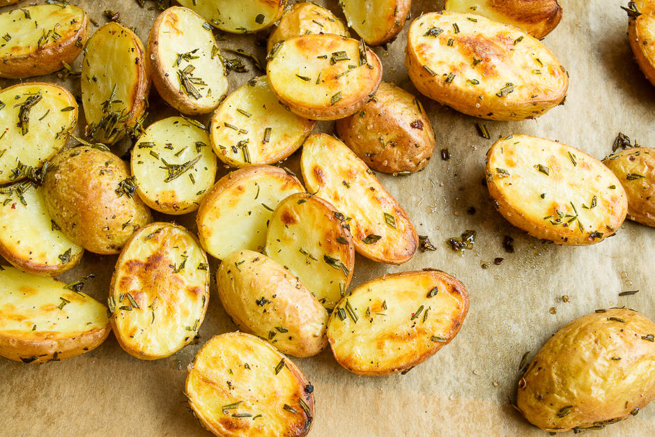 Baked potatoes that have been cooked crispy.