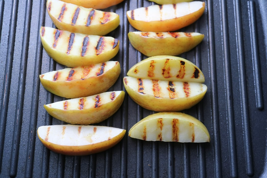 Grill apple wedges