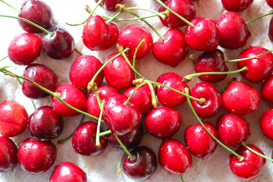 Wash the cherries and pat dry
