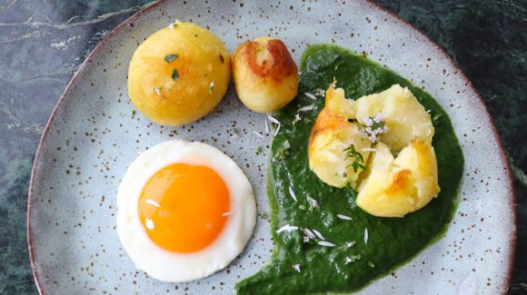 Speigelei with creamed spinach and potatoes.