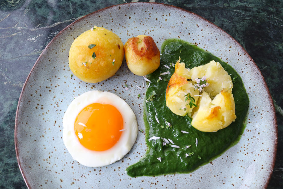Fried egg with creamed spinach and potatoes.