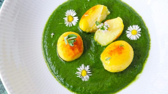 Spinach leaves served as creamed spinach with potatoes and herbs.