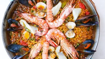 Paella pan directly from the oven to the table