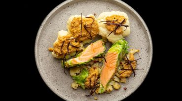 Recipe salmon wrapped in cauliflower leaves