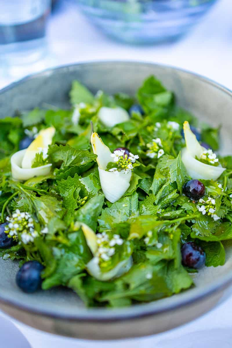 Garlic mustard with asparagus and blueberries