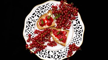 Currant jam on the bread
