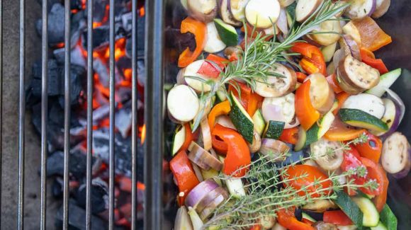 Grilled vegetables on the wire rack