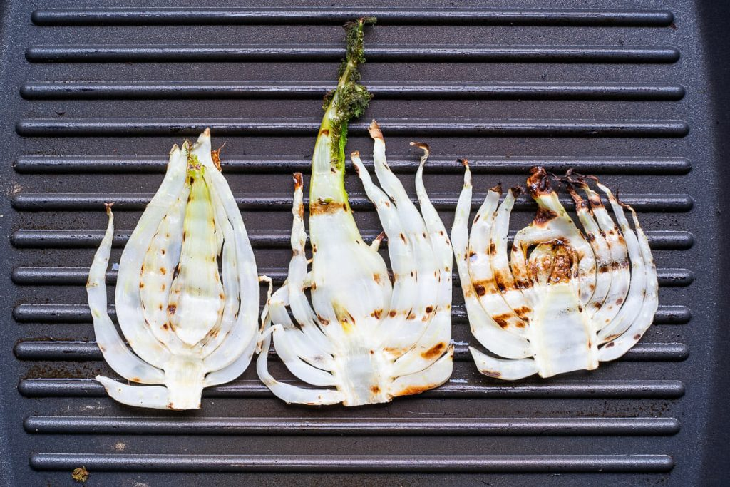 Fennel slices in the grill pan