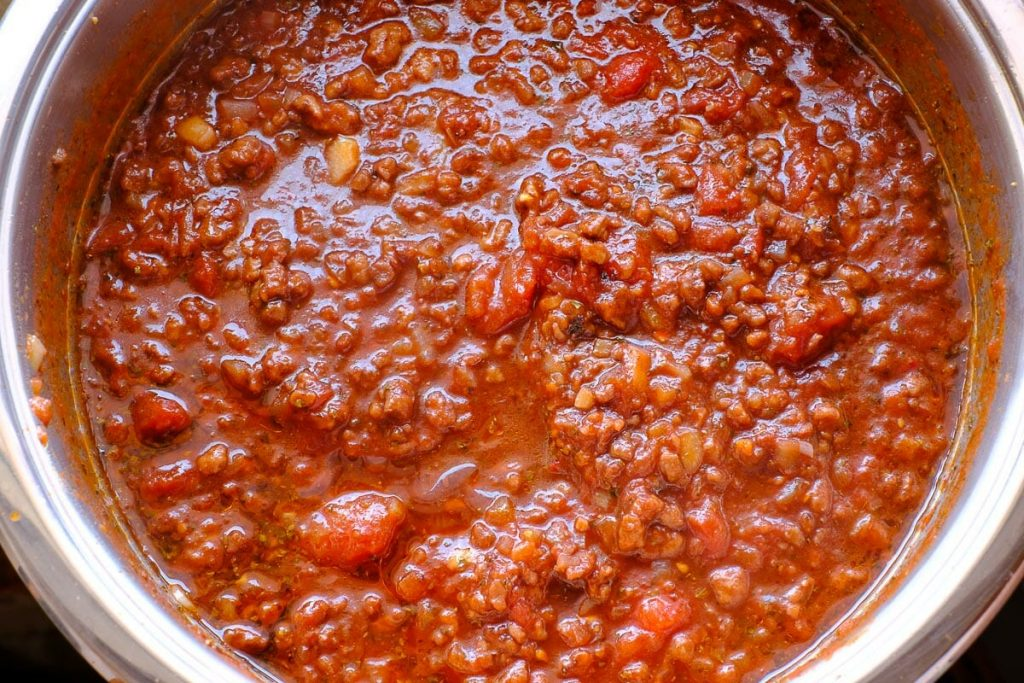 Minced meat sauce in the pot