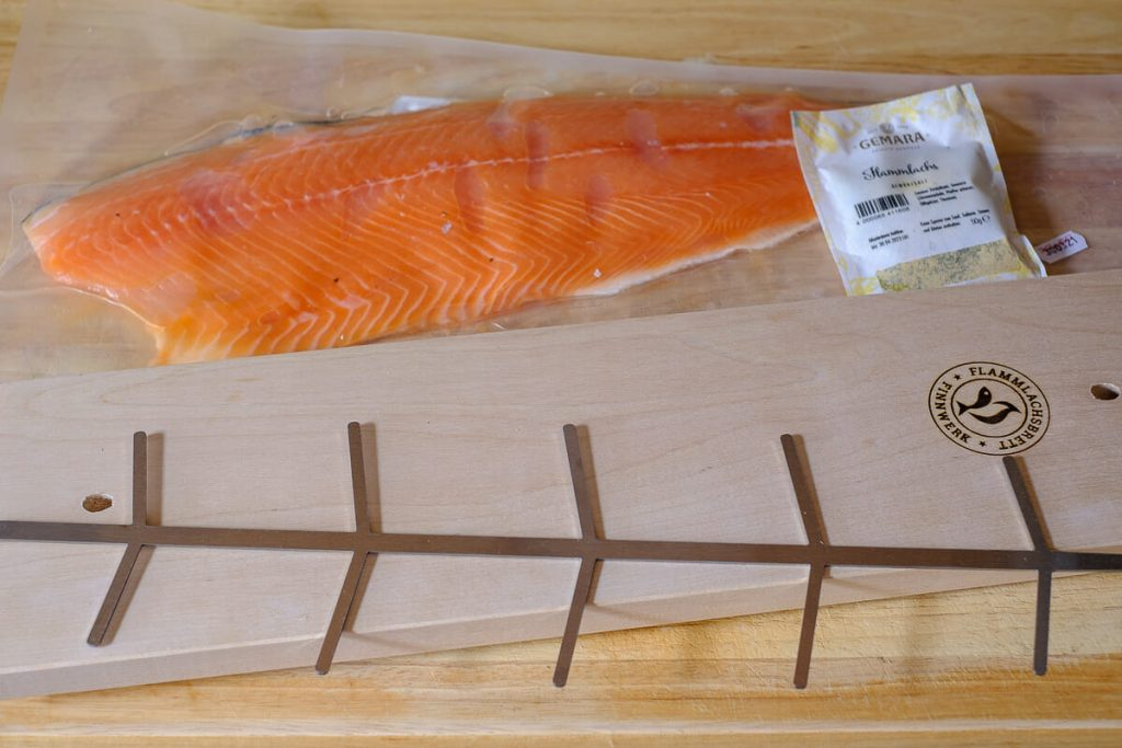 Flamed salmon board and salmon fillet