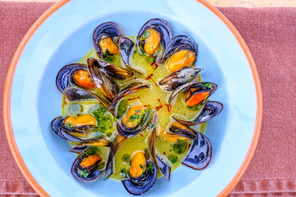 mussels in white wine stock