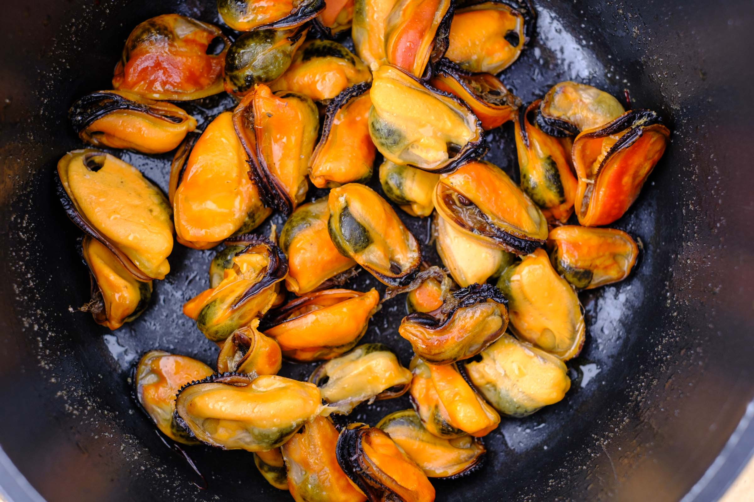 Mussels thrown
