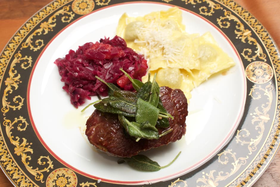 For Gourmets under Time Pressure: Venison Steak with Porcini Ravioli and orange-red Cabbage