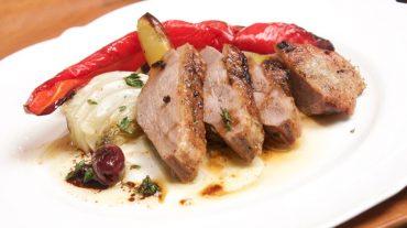 Entenbrust aus dem Backofen mit Paprika- Fenchel- Kartoffelgemüse Rezept Bild.
