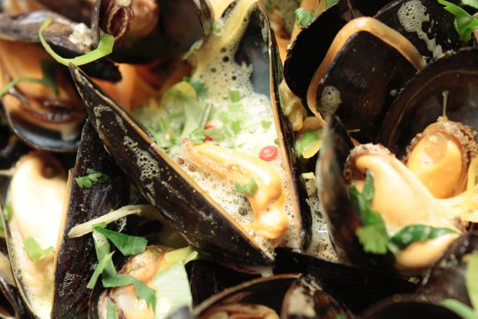 Mussels with curry and coriander recipe Image by Thomas Sixt.