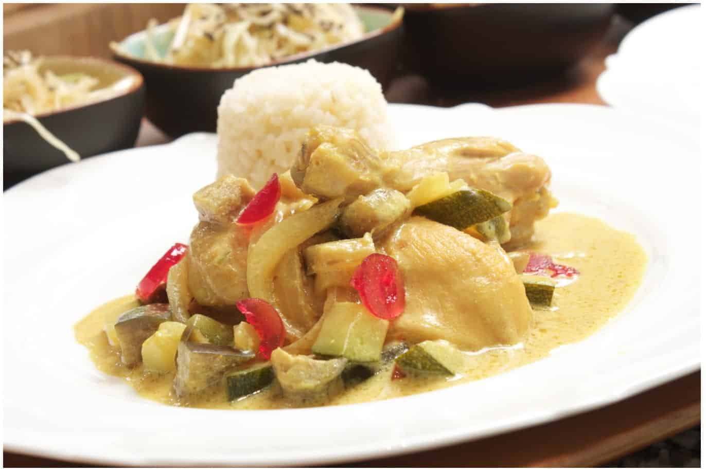 Super delicious 15 Minutes Chicken Curry with Vegetables and Rice