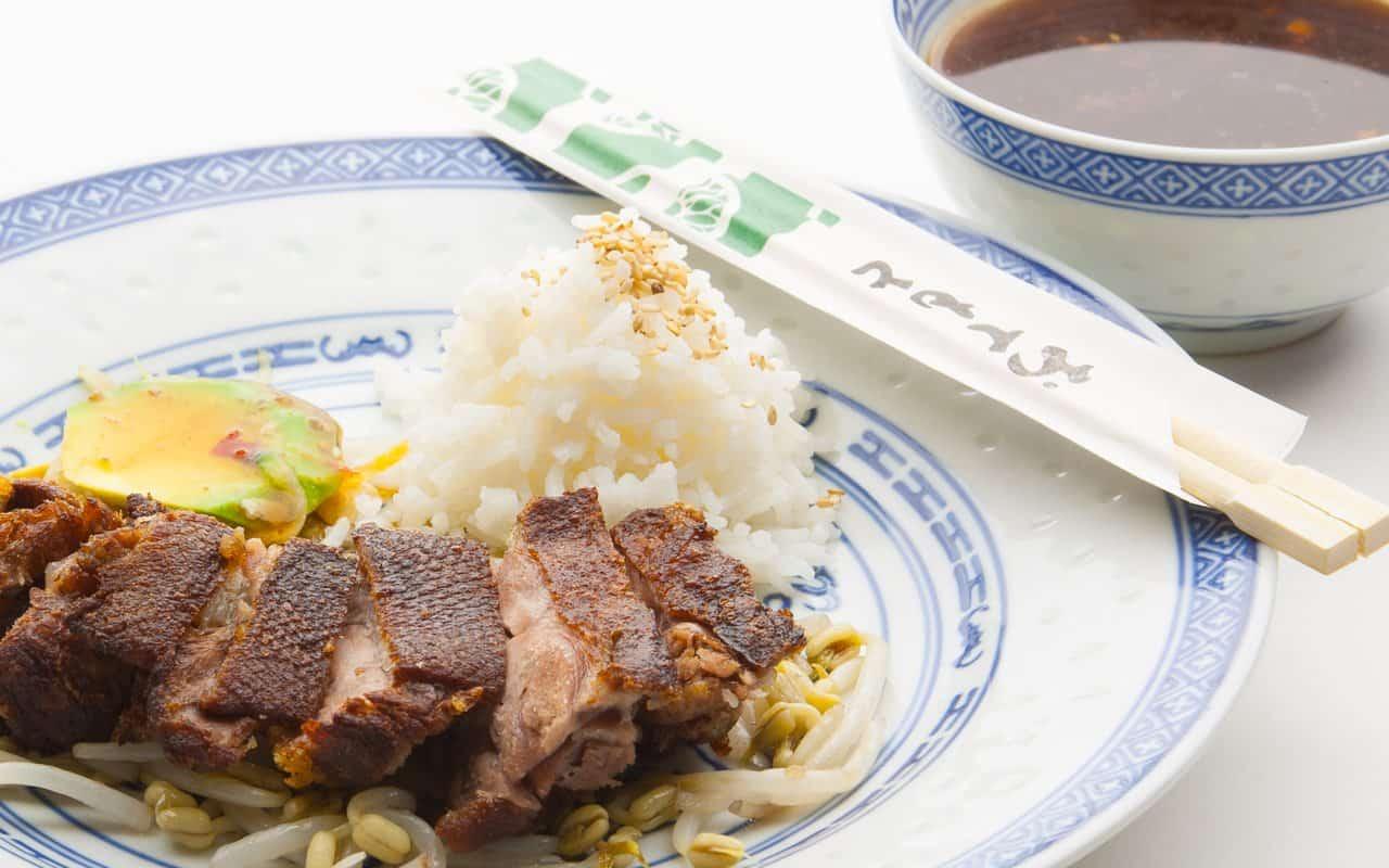 entenbrust knusprit mit honig sojasauce - köstliches rezept aus der chinesischen küche.
