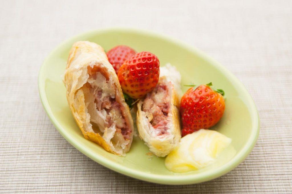 Erdbeerstrudel mit Pudding