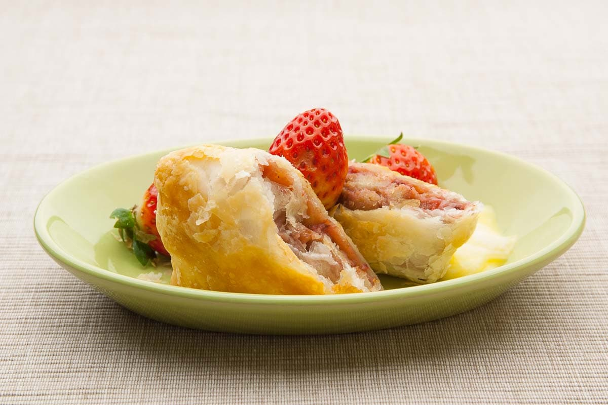 Strawberry Strudel with Strudel Dough or Puff Pastry, make your own Recipe with many Professional Tips for Crispy Strudel