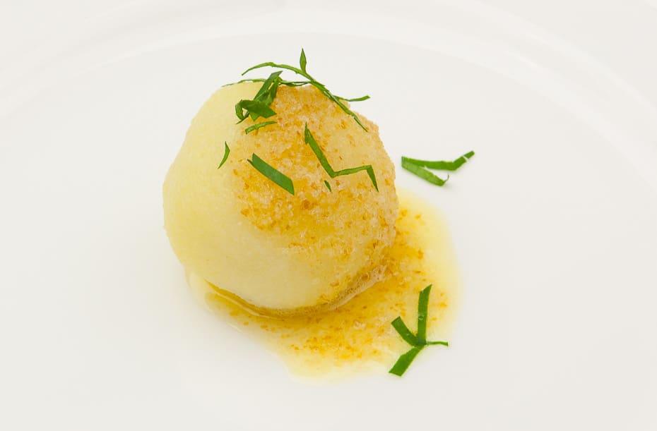 Kartoffelknödel mit Butterbrösel