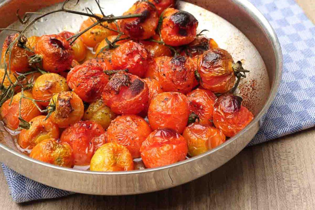 Backofen gegarte Tomaten für Tomatensauce.