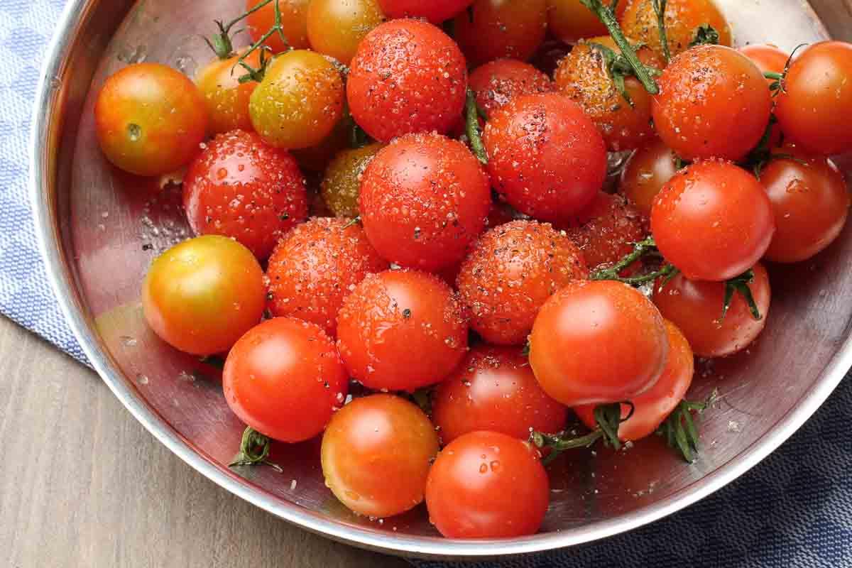 Tomaten für Tomatensauce vorbereitet für den backofen