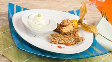 Lachs Sesam mantel, Lachsfilet in Sesam paniert mit Wasabi-Dipp