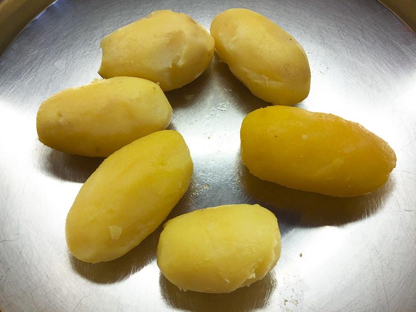 geschälte kartoffeln für kartoffelsalat
