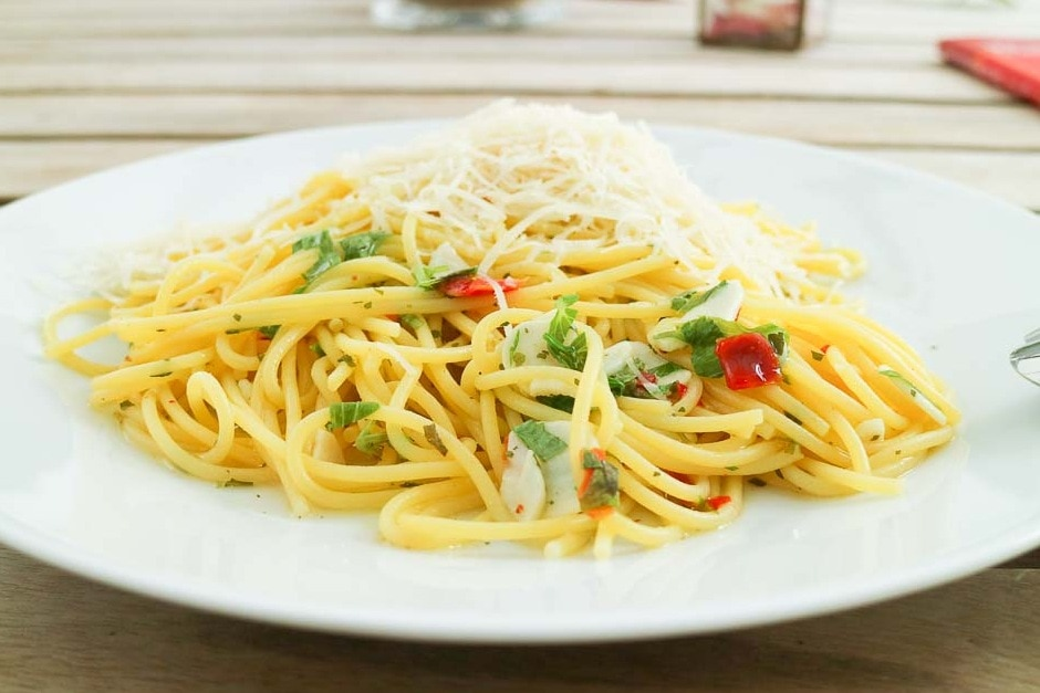 Spaghetti aglio e olio – with garlic, Recipe with original Tips from Italy