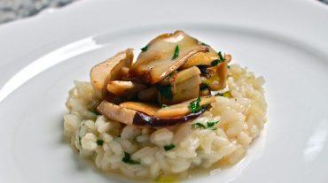 Pilzrisotto Rezept Bild, Risotto mit Champignons oder Kräuterseitlinge schmeckt großartig.
