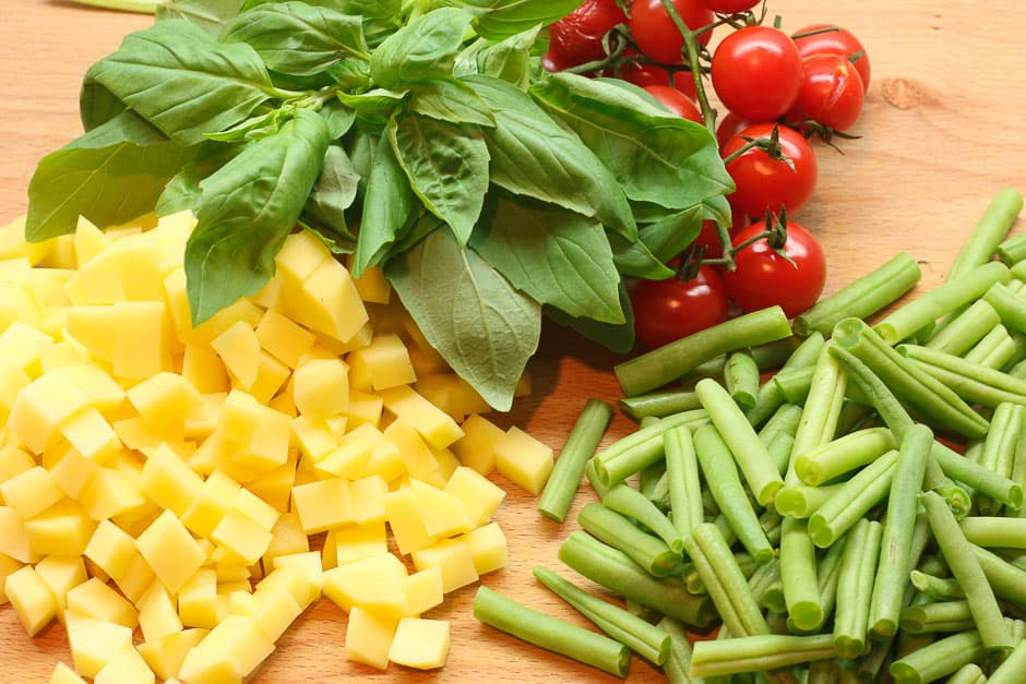 Zutaten für Nudeln mit Pesto.