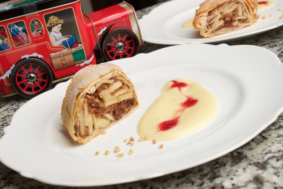 Making Apple Strudel with Strudel Dough or Puff Pastry, Recipe with many professional Tips for crispy Strudel