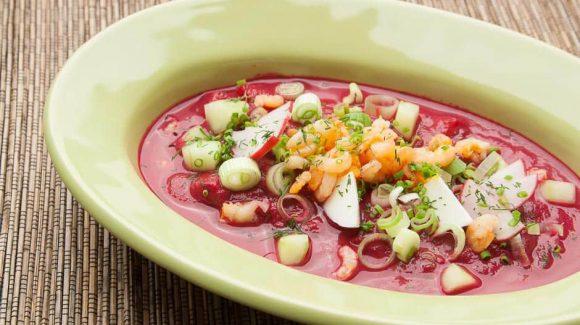 Die bekannte Bortsch ist eine rote Rüben Suppe aus Osteuropa, wird in Russland und in der Ukraine traditionell zubereietet.