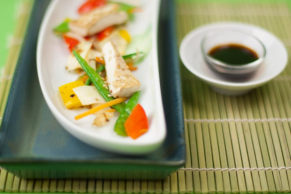 Gemüse und Tofu passen ausgezeichnet zusammen.