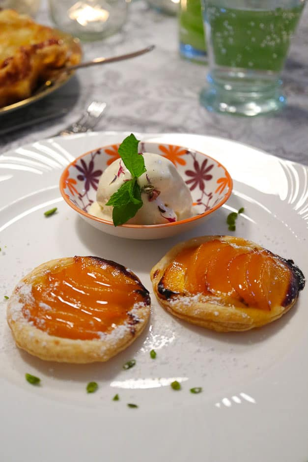 Serve apricots after baking