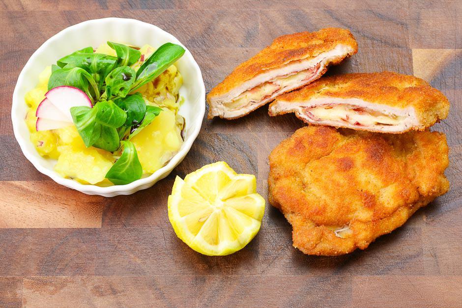 Cordon Bleu östrreich Style mit Erdäpfel-Vogerlsalat und Kernöl