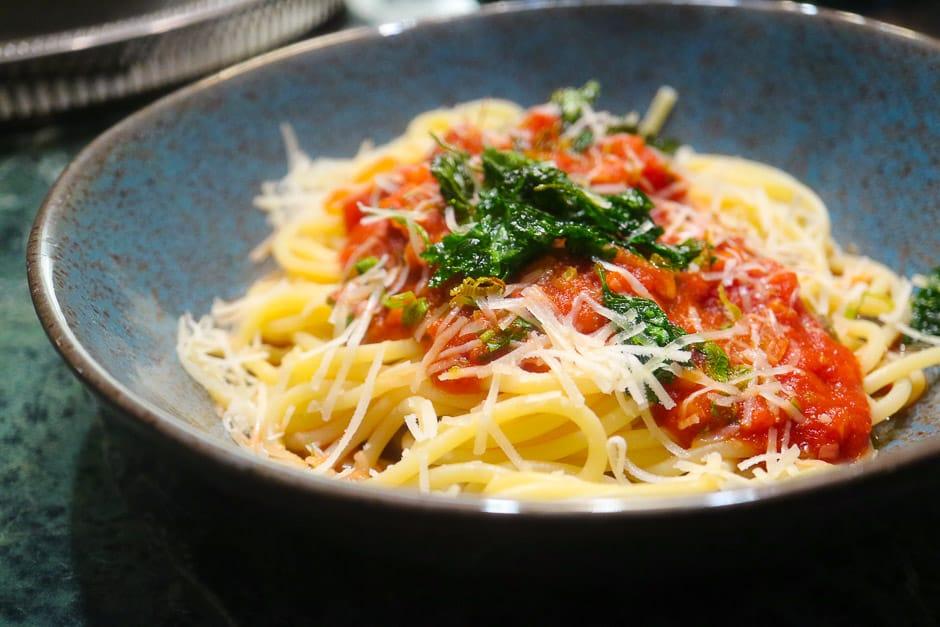 Spaghetti all'Amatriciana italienische Pasta Spagehtti angerichtet